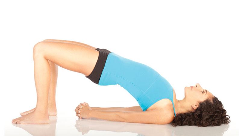 4 tư thế Yoga cho vòng eo gợi cảm - Tư thế cây cầu