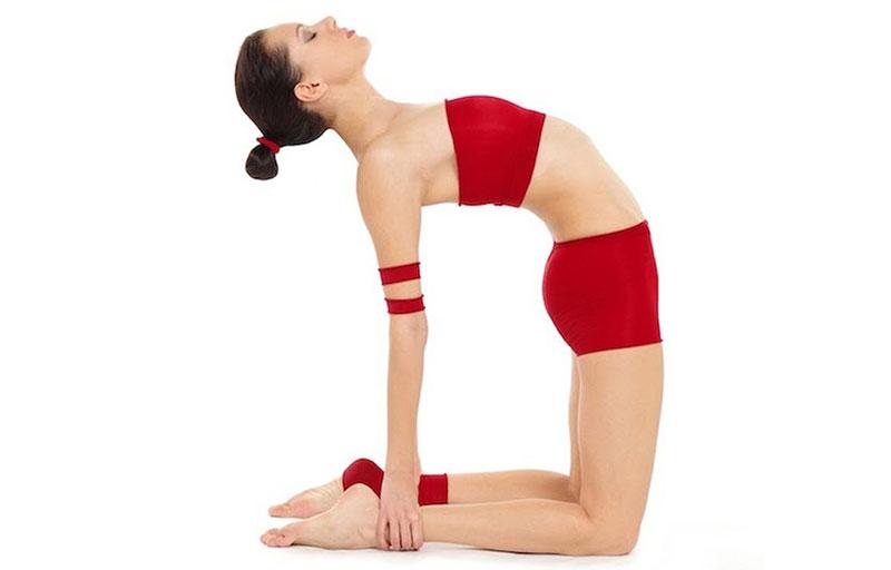 4 tư thế Yoga cho vòng eo gợi cảm - Tư thế con lạc đà