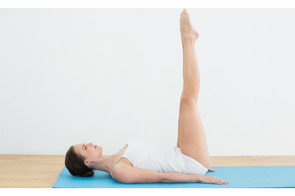 Tư thế Yoga nằm nâng chân
