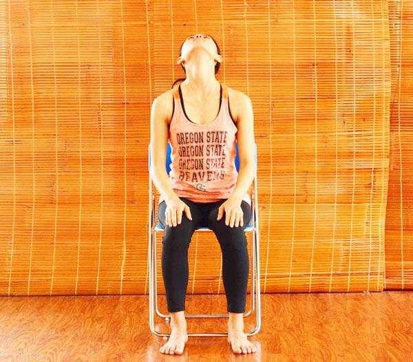 6 bài tập yoga giảm mệt mỏi, căng thẳng cho giới văn phòng - Bài tập cổ