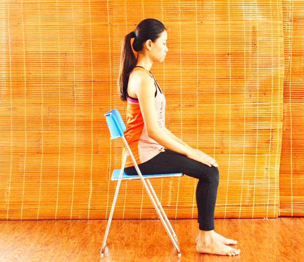 6 bài tập yoga giảm mệt mỏi, căng thẳng cho giới văn phòng - hít thở bằng bụng 1