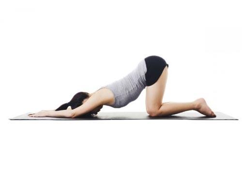 4 tư thế yoga cho vòng ba vô cùng hấp dẫn - Tư thế yoga chó duỗi mình nâng cao